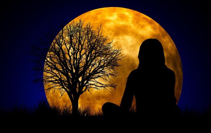 moon-1815984_1920